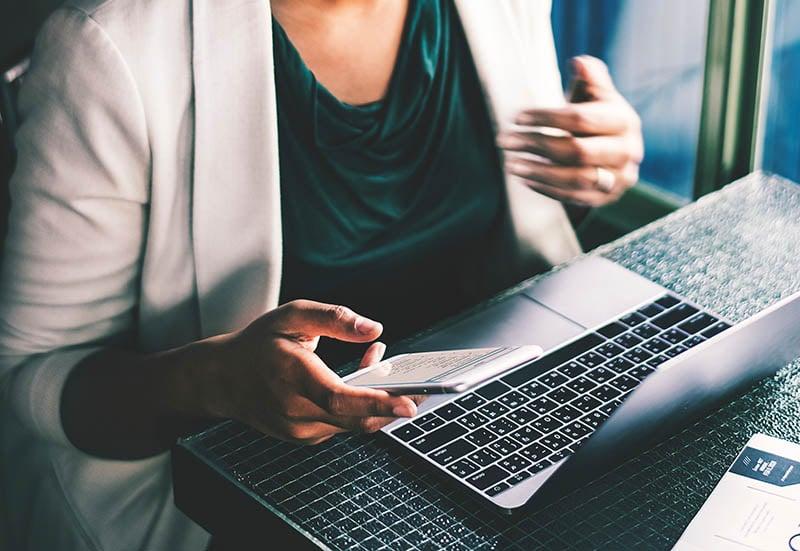 Chat er for mange et godt alternativ for å kunne håndtere mengden henvendelser. Man får svar raskt og kundebehandlerens arbeid går raskere. Spesielt i kombinasjon med AI