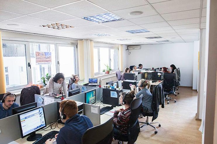 """Outsourcing av callcenter til utlandet trenger ikke bare å bestå av """"nordmenn på partyferie"""""""