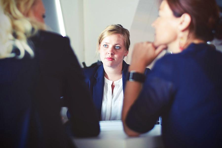 ved å videreformidle kundenes tilbakemelding til ledelse eller produktavdeling, kan man sørge for å hele tiden forbedre seg