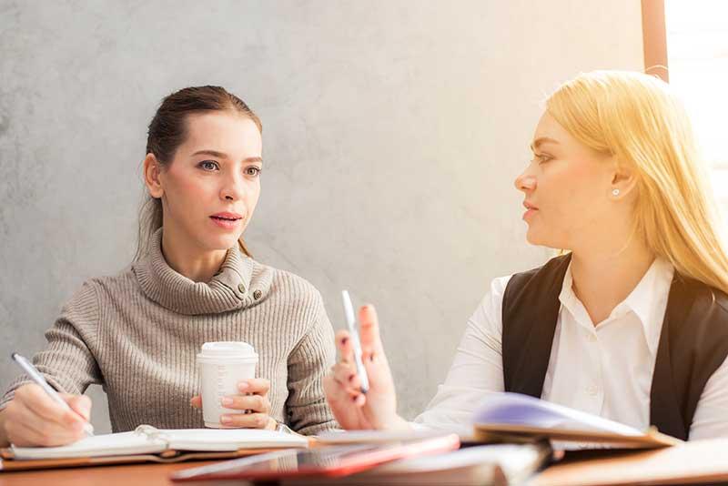 Ved å introdusere nye ansatte til bedriften og de nye medarbeiderne, sørger du for at de føler seg velkommen og kommer raskere i gang med sine oppgaver
