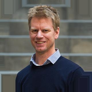 Rune Lonkemoen jobber i ProffCom. Outsourcing av kundeservice, salg, winback