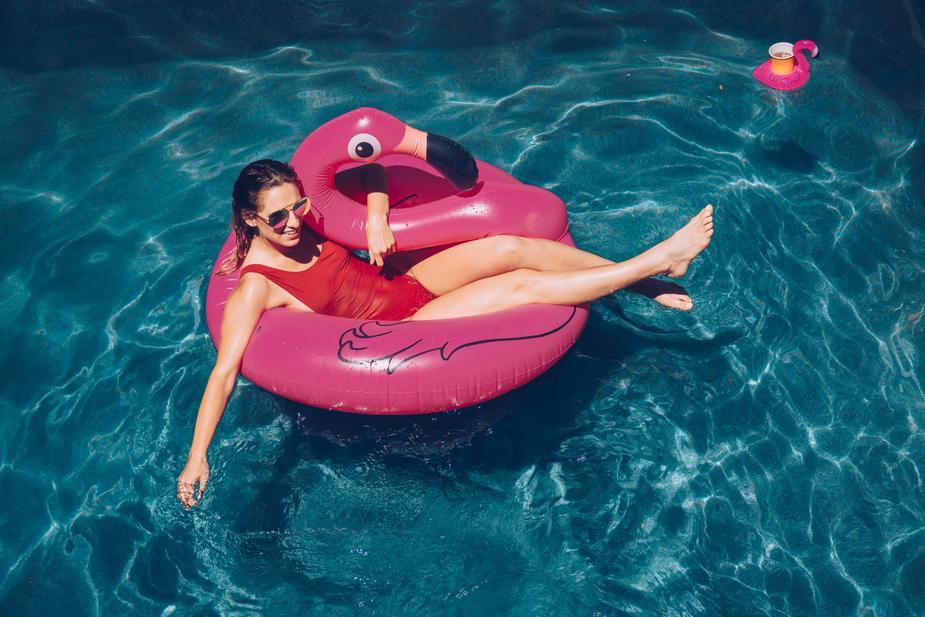 fun-in-the-pool_925x